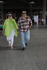 Govinda snapped at airport on 13th June 2016 (10)_575f7b9663a11.JPG
