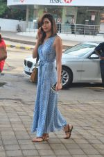 Karishma Tanna snapped outside a spa in juhu on 14th June 2016 (12)_5760424c4f198.JPG