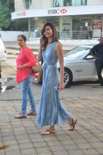Karishma Tanna snapped outside a spa in juhu on 14th June 2016 (9)_5760424a6c894.JPG