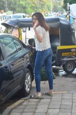 Sagarika Ghatge snapped outside a spa in juhu on 14th June 2016 (13)_57604258ed382.JPG