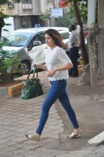 Sagarika Ghatge snapped outside a spa in juhu on 14th June 2016 (14)_576042598fea2.JPG