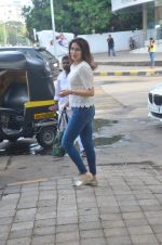 Sagarika Ghatge snapped outside a spa in juhu on 14th June 2016 (16)_5760425acbd45.JPG