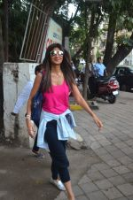 Shilpa Shetty snapped outside a spa in juhu on 14th June 2016 (24)_5760426a37746.JPG