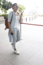 Sonakshi Sinha snapped at airport on 14th June 2016 (1)_5760422aeccb3.JPG