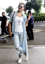 Sonakshi Sinha snapped at airport on 14th June 2016 (3)_5760422c5a511.JPG