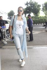 Sonakshi Sinha snapped at airport on 14th June 2016 (4)_5760422d13f90.JPG