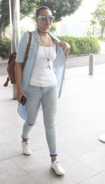 Sonakshi Sinha snapped at airport on 14th June 2016 (5)_5760422dbd9a1.JPG