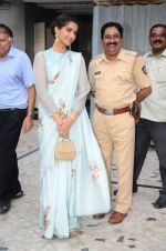 Sonam Kapoor at Neerja Bhanot tribute event at a school on 15th June 2016 (26)_5762193aa5d6e.JPG