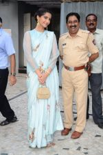 Sonam Kapoor at Neerja Bhanot tribute event at a school on 15th June 2016 (27)_5762193b5e996.JPG