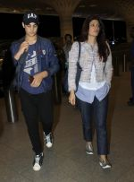 Aarav Kumar, Twinkle Khanna leaves for vacation in Mumbai on 16th June 2016 (23)_5763ab0318e69.JPG