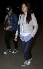 Aarav Kumar, Twinkle Khanna leaves for vacation in Mumbai on 16th June 2016 (25)_5763ab03e3f6d.JPG