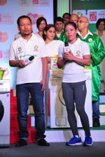 Mary Kom promotes for Ariel  detergent Powder on 16th June 2016 (18)_57639a87671f2.JPG