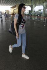 Mawra Hocane snapped at airport on 16th June 2016 (18)_5763994609be0.JPG