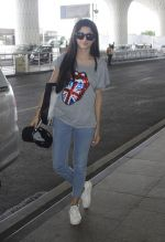 Mawra Hocane snapped at airport on 16th June 2016 (19)_5763994706e16.JPG