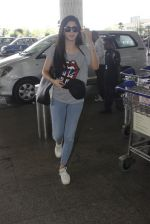 Mawra Hocane snapped at airport on 16th June 2016 (22)_57639949a0ff4.JPG