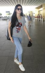 Mawra Hocane snapped at airport on 16th June 2016 (25)_5763994bbdce4.JPG
