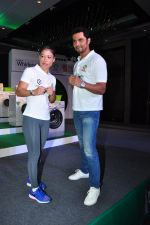 Randeep Hooda, Mary Kom promotes for Ariel on 16th June 2016(21)_5763b54c2c398.JPG
