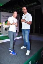 Randeep Hooda, Mary Kom promotes for Ariel  detergent Powder on 16th June 2016 (17)_57639a9359e86.JPG