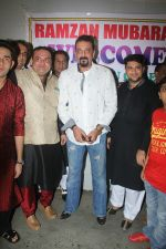 Sanjay Dutt graces an Iftaar party in Bandra on 16th June 2016 (6)_5763a8f8af8be.jpg