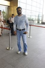 Sunil Shetty snapped at airport on 16th June 2016