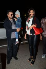 Shilpa Shetty, Raj Kundra leaves for London on 17th June 2016 (18)_57652f0dd5c43.JPG