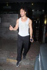 Tiger Shroff and Disha Patani snapped on a dinner date on 17th June 2016