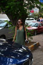 Esha Gupta snapped as she enters a spa on June 18, 2016 (4)_5766344b5c430.JPG