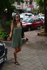 Esha Gupta snapped as she enters a spa on June 18, 2016 (5)_5766344cb6874.JPG