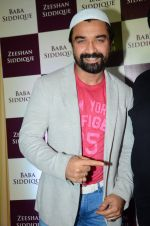 Ajaz Khan at Baba Siddique & Zeeshan Siddique_s Iftaari celebration on 19th June 2016 (146)_5767a2d52c0cd.JPG