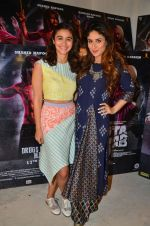 Alia Bhatt, Kareena Kapoor at udta Punjab photoshoot on 19th June 2016 (20)_5767fc425625d.jpg