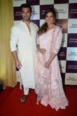 Bipasha Basu, Karan Singh Grover, at Baba Siddique & Zeeshan Siddique_s Iftaari celebration on 19th June 2016 (208)_5767a3ba44d5d.JPG