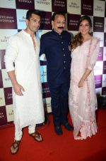 Bipasha Basu, Karan Singh Grover, at Baba Siddique & Zeeshan Siddique_s Iftaari celebration on 19th June 2016 (212)_5767a3bb7e1a5.JPG