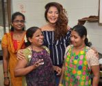 Neetu Chandra celebrates her birthday with women of nab worli on 20th June 2016
