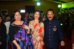 Salma Agha, Sasha Agha at Baba Siddique & Zeeshan Siddique_s Iftaari celebration on 19th June 2016(209)_5767a23deb2c3.JPG