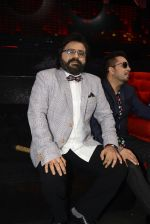 Pritam Chakraborty, Mika Singh on the sets of SAREGAMA on 21st June 2016 (46)_57694c8dd4583.JPG