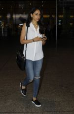Priya Ranchal snapped at airport in Mumbai on 20th June 2016 (17)_5768b652b0949.JPG