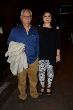 Ramesh Sippy, Kiran Juneja leave for IIFA day 1 on 20th June 2016 (44)_5768ba48c3391.JPG