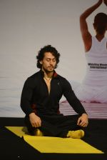 Tiger Shroff celebrates World Yoga Day at whistling woods on 21st June 2016 (32)_57694d5f739f1.JPG