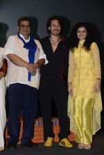 Tiger Shroff, Palak Muchhal, Subhash Ghai celebrates World Yoga Day at whistling woods on 21st June 2016 (9)_57694d19916f0.JPG