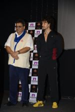 Tiger Shroff, Subhash GHai celebrates World Yoga Day at whistling woods on 21st June 2016 (5)_57694d1b4e9a9.JPG
