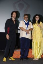 Tiger Shroff, Palak Muchhal, Subhash Ghai celebrates World Yoga Day at whistling woods on 21st June 2016 (11)_57694d6a6f6cb.JPG