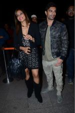 Bipasha Basu, Karan Singh Grover leaves for IIFA on Day 2 on 21st June 2016(515)_576a21e35bf42.JPG