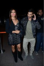 Bipasha Basu, Karan Singh Grover leaves for IIFA on Day 2 on 21st June 2016(474)_576a220272583.JPG
