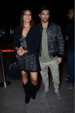 Bipasha Basu, Karan Singh Grover leaves for IIFA on Day 2 on 21st June 2016(488)_576a2206cebc8.JPG