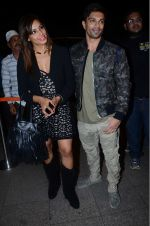 Bipasha Basu, Karan Singh Grover leaves for IIFA on Day 2 on 21st June 2016(512)_576a220e7ac7d.JPG