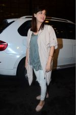 Dia Mirza leaves for IIFA on Day 2 on 21st June 2016(331)_576a224d399eb.JPG