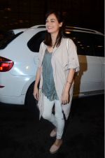 Dia Mirza leaves for IIFA on Day 2 on 21st June 2016(333)_576a224e505b4.JPG