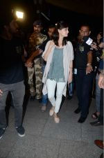 Dia Mirza leaves for IIFA on Day 2 on 21st June 2016(341)_576a2252a29aa.JPG