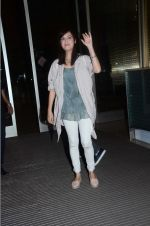 Dia Mirza leaves for IIFA on Day 2 on 21st June 2016(348)_576a2255f2235.JPG