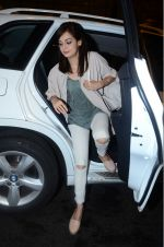 Dia Mirza leaves for IIFA on Day 2 on 21st June 2016(314)_576a223fda5fd.JPG